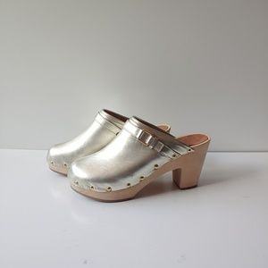 NWT Gap Gold Leather Wooden Clogs Size 9